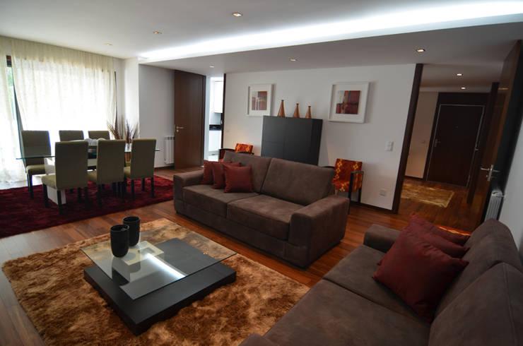 Altavista 9: Salas de estar  por BLK-Porto Arquitectura