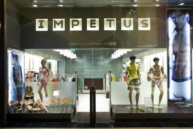 Impetus: Lojas e espaços comerciais  por BLK-Porto Arquitectura