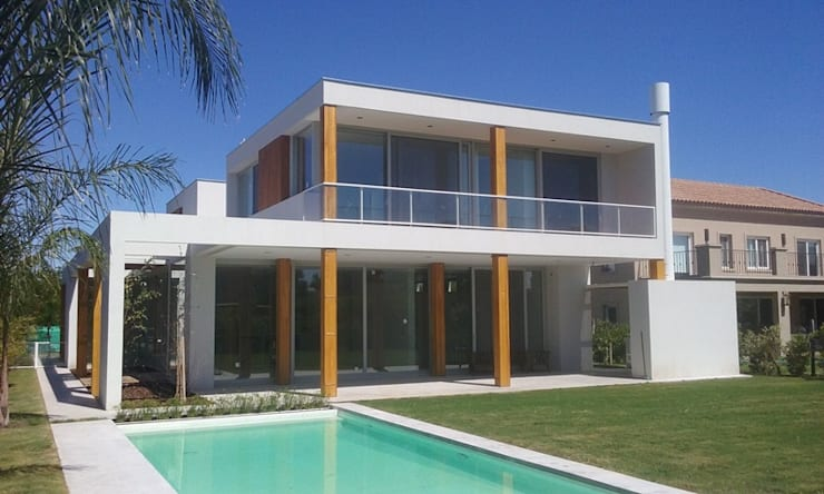 Talar del Lago II: Casas de estilo  por estudio|44
