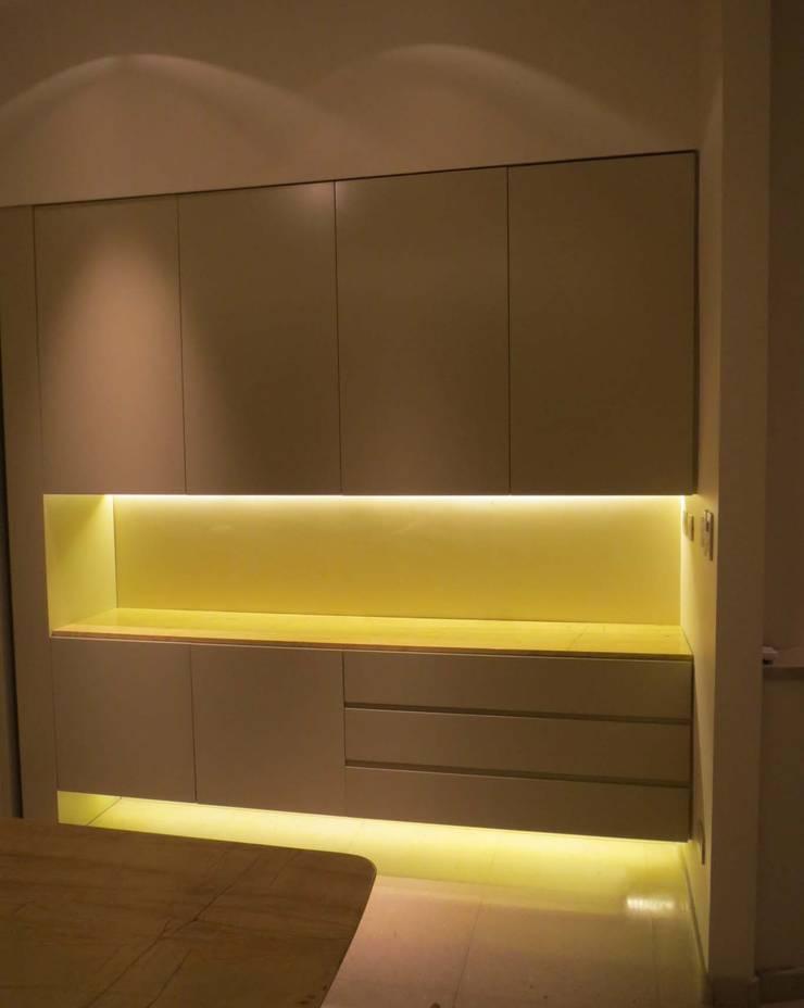 Dining room by Estudio de iluminación Giuliana Nieva
