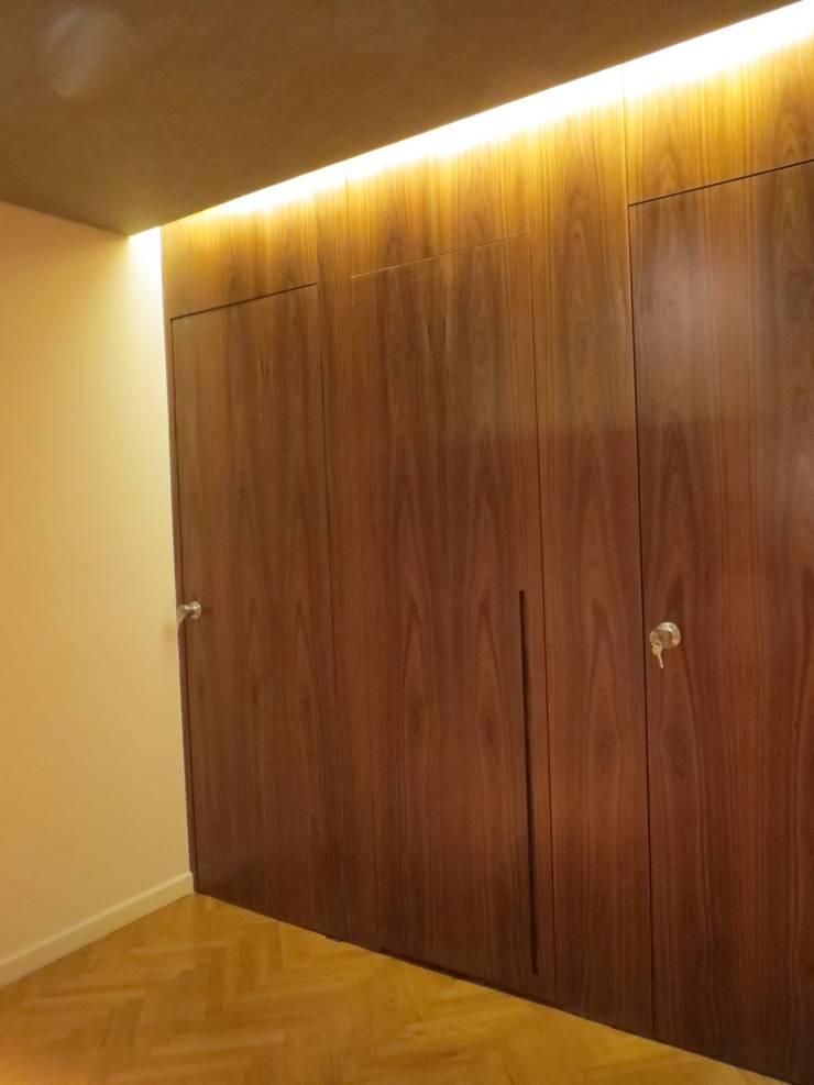 Corridor & hallway by Estudio de iluminación Giuliana Nieva
