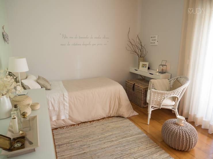 Cuartos de estilo  por MUDA Home Design