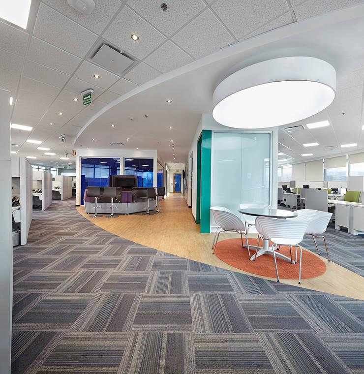 General Electric: Oficinas y Tiendas de estilo  por Arquint Colombia
