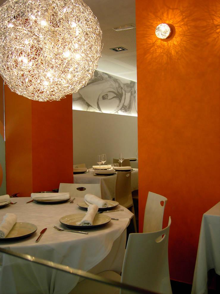 Endavant: Locales gastronómicos de estilo  por Arquint Colombia, Moderno