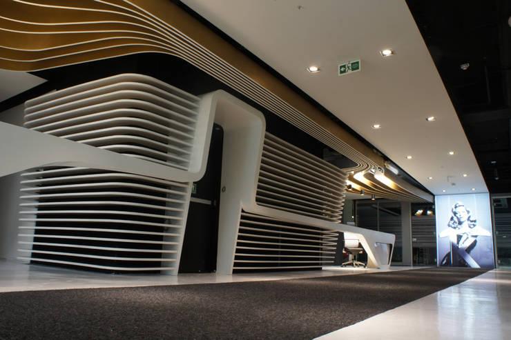 L'Oréal: Oficinas y Tiendas de estilo  por Arquint Colombia