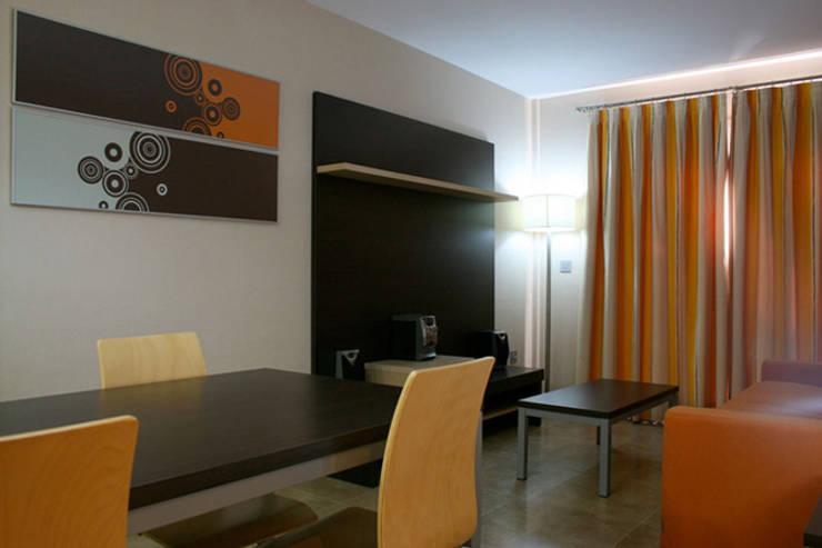 Apartamento Tauro: Salas de estilo moderno por Arquint Colombia
