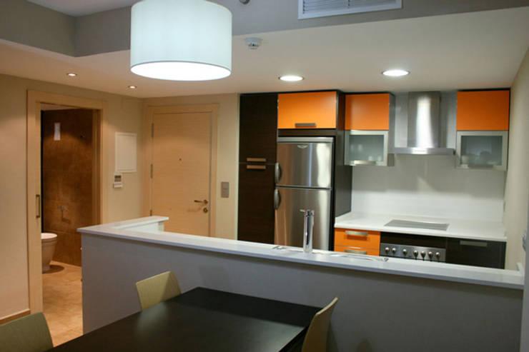 Apartamento Tauro: Cocinas de estilo moderno por Arquint Colombia