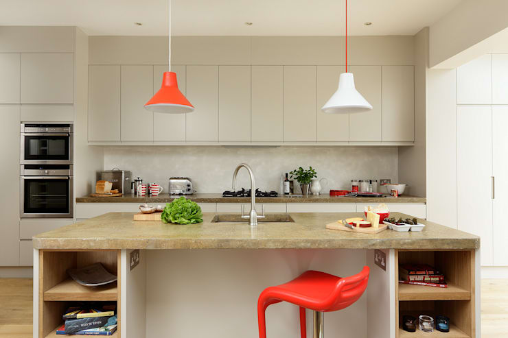 Cocinas de estilo moderno por Cue & Co of London