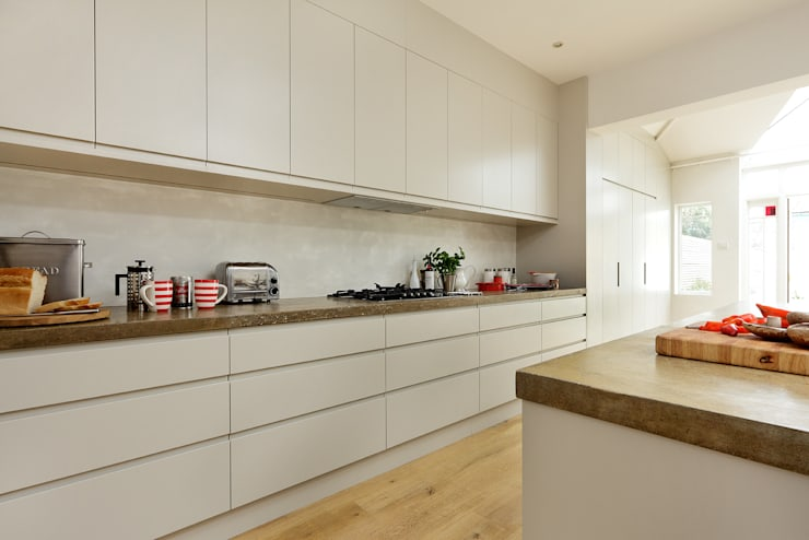 Cucina in stile in stile Moderno di Cue & Co of London