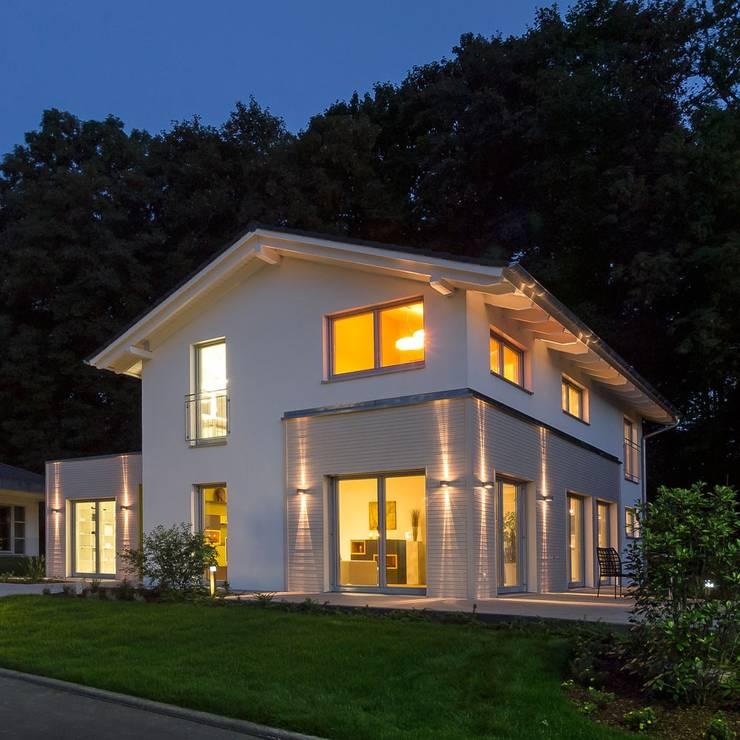 modern Living room by Licht-Design Skapetze GmbH & Co. KG