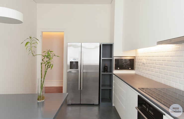 Kitchen by Matos + Guimarães Arquitectos