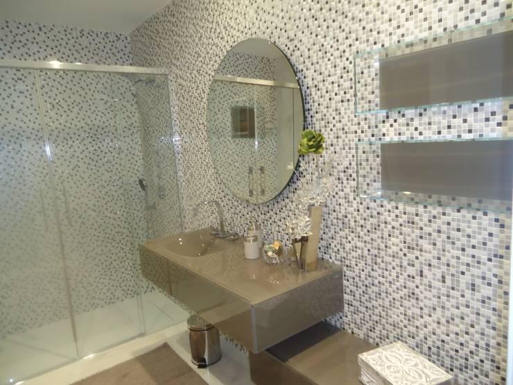 Casa de Banho: Casas de banho  por Belgas Constrói Lda