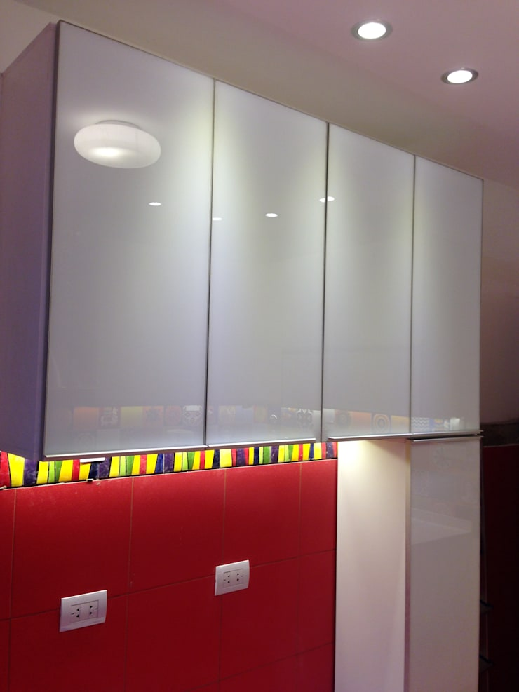 Kitchen by Arquitecta Fernanda Isola
