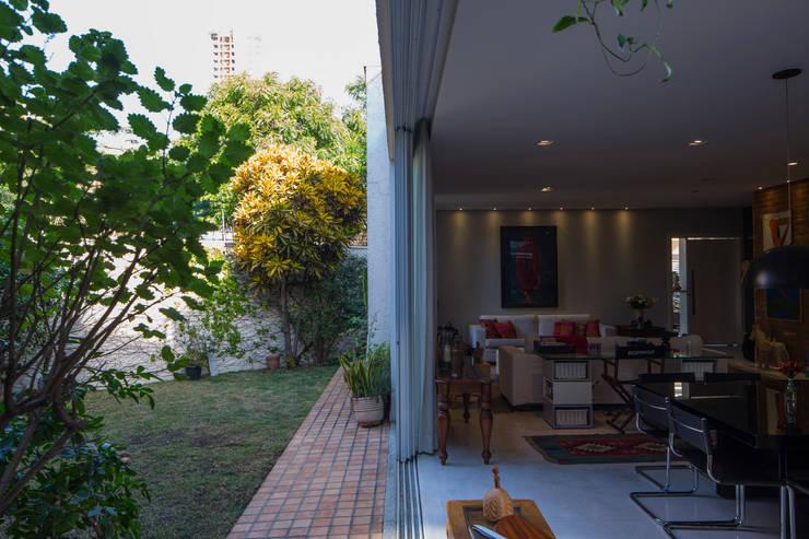 Integração - Salas e jardim: Jardins modernos por JAA Arquitetos