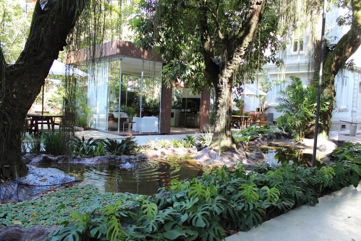 Jardines de estilo moderno por Emmilia Cardoso Designers Associados