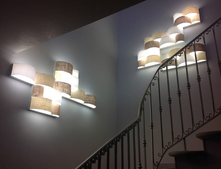 Pasillos y recibidores de estilo  por LIGHT4