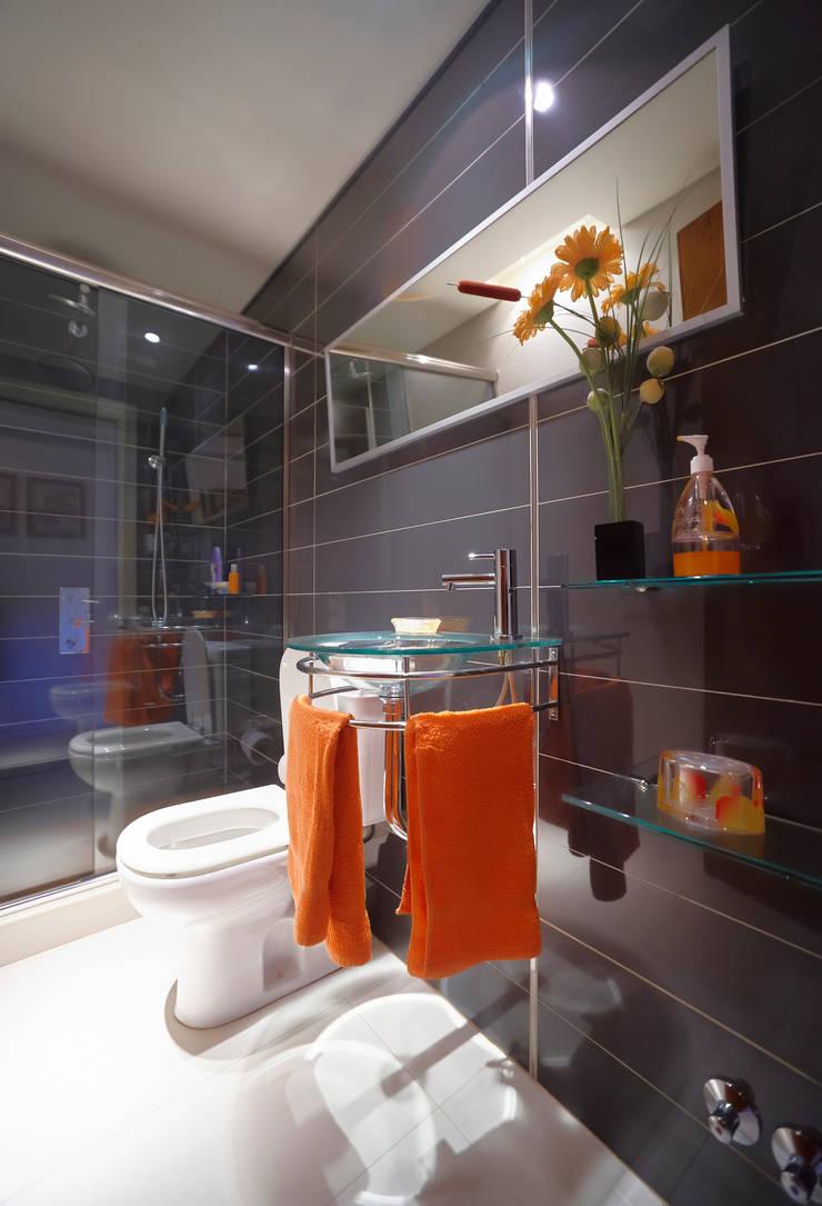 Salle de bains de style  par crearinteriores