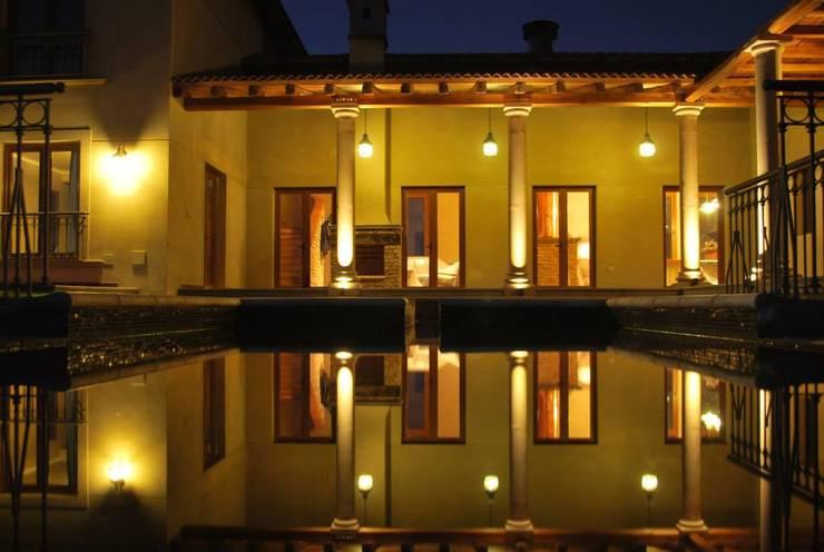 Piscina: Piletas de estilo  por Azcona Vega Arquitectos