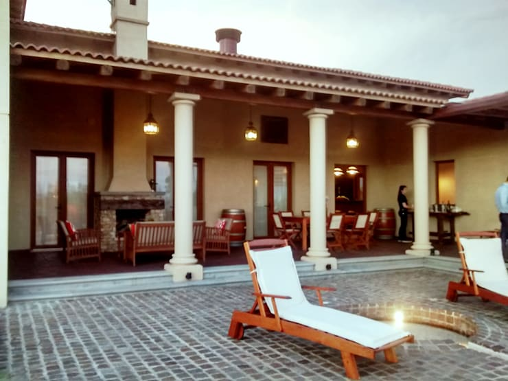 Galería y terraza: Terrazas de estilo  por Azcona Vega Arquitectos