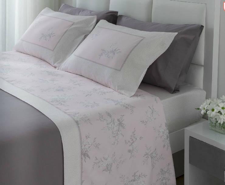 Dormitorios de estilo  por Navarro valera cortinas y hogar