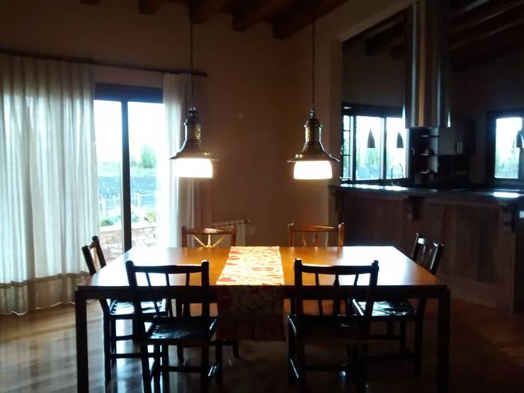 Comedor: Comedores de estilo rústico por Azcona Vega Arquitectos
