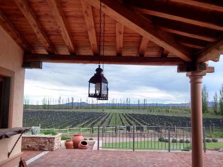 Galeria: Terrazas de estilo  por Azcona Vega Arquitectos,Rústico