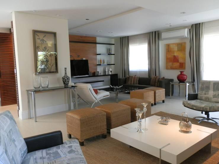ห้องนั่งเล่น by MBDesign Arquitetura & Interiores