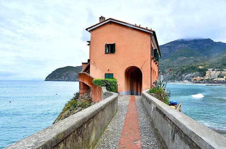 Casas modernas por Studio Codebò Vergnano