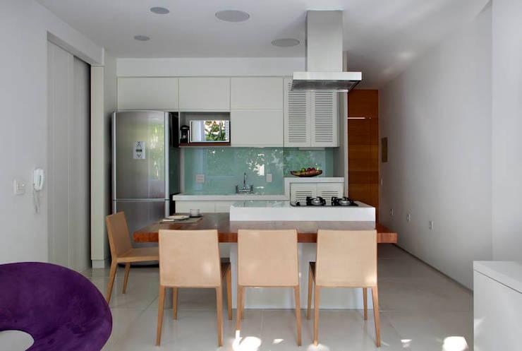 Apartamento Cupertino Durão.: Salas de jantar modernas por Ateliê de Arquitetura