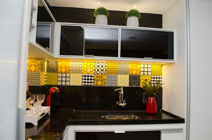 Kitchen by Interiores Arquitetura & Design