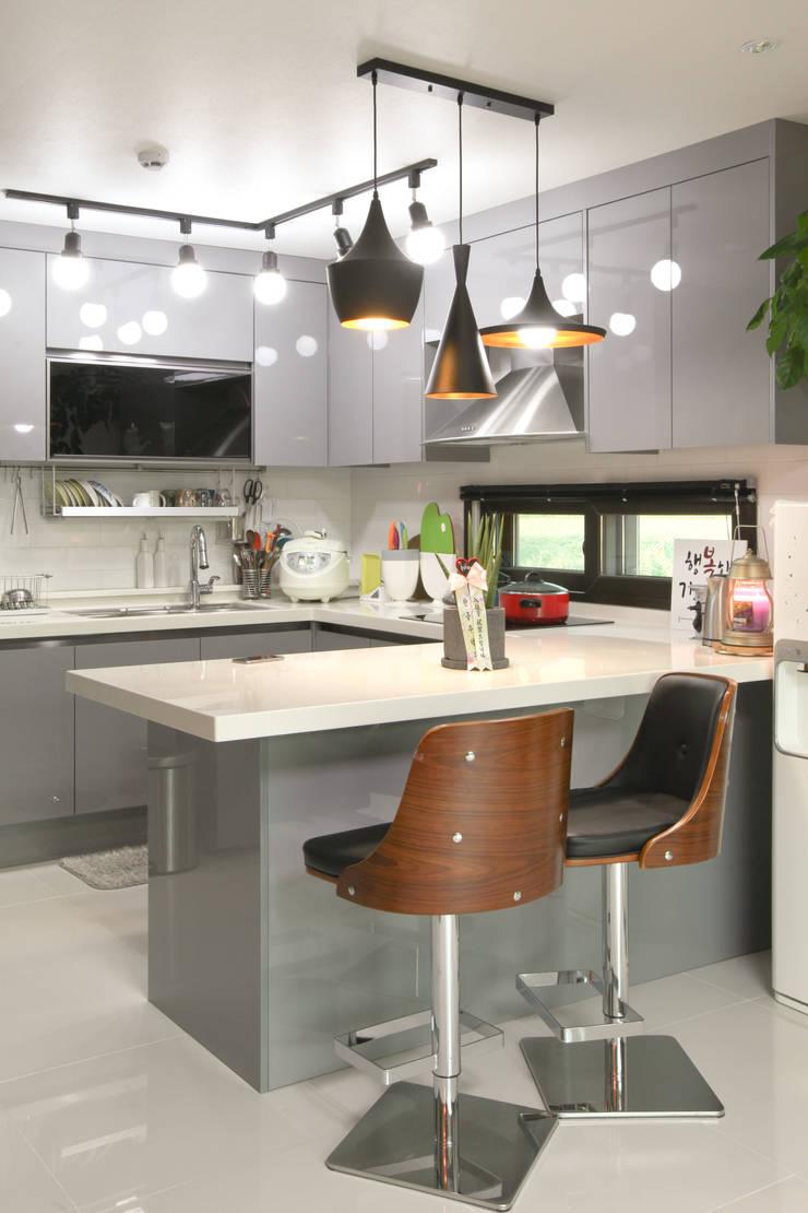 Кухни в . Автор – 한글주택(주), Модерн