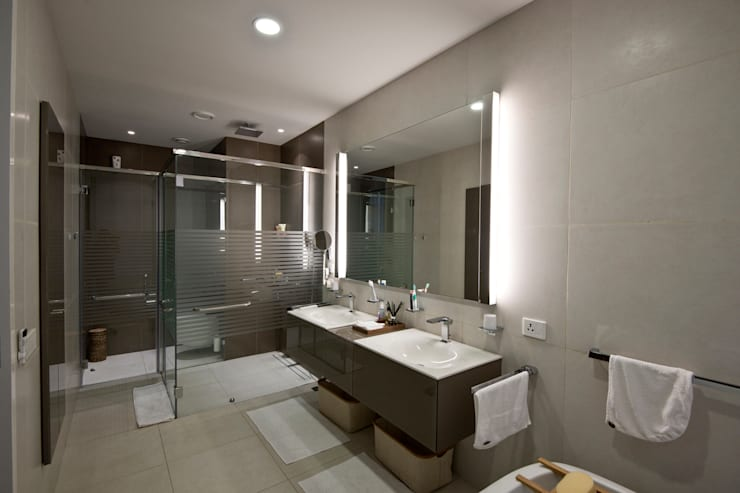 Private Residence, Koregaon Park, Pune:  Bathroom by Chaney Architects