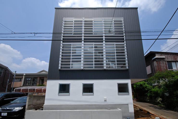 Eclectic windows & doors by SUR都市建築事務所 Eclectic