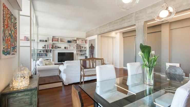 Appartamento ad Ostiense - Roma: Soggiorno in stile  di Archifacturing