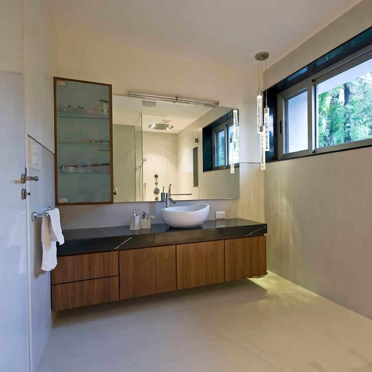 Private Residence at Sopan Baug, Pune:  Bathroom by Chaney Architects