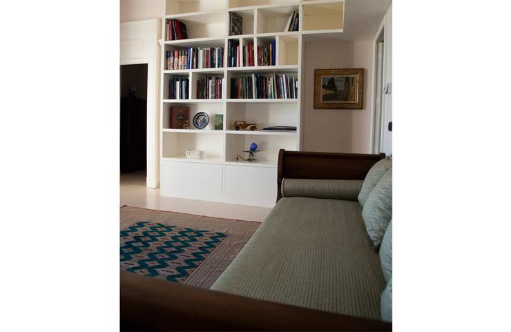 Salas / recibidores de estilo  por Tenuta Giardini Nuovi