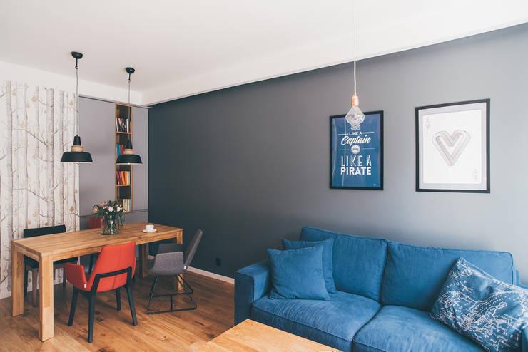 projekt aranżacji apartamentu w Gdyni: styl , w kategorii Salon zaprojektowany przez em2