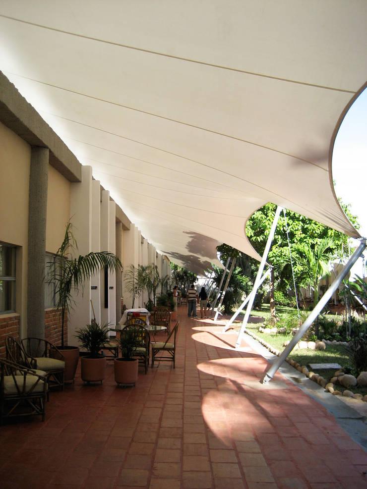 ::MEMBRANAS ARQUITECTONICAS - CLUB CAMPESTRE EL PUENTE ::: Casas de estilo  por Diseños & Fachadas SAS