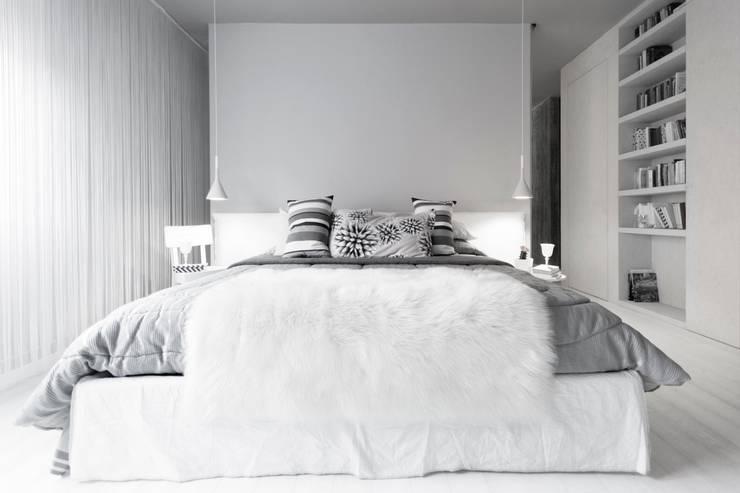 casaEsse: Camera da letto in stile in stile Minimalista di LDA.iMdA architetti associati