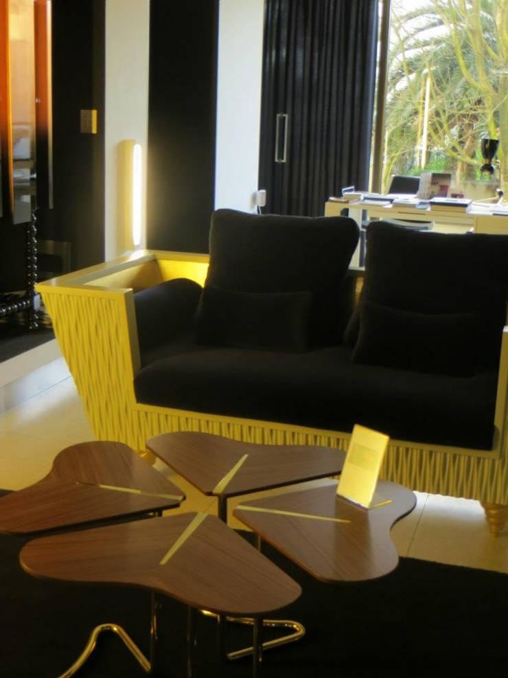 SINHA galeria: Casa  por Teoriabstrata Arquitetura Unip, lda