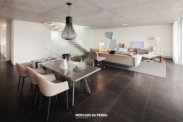 Quinta de Santana-Moledo-JCF: Salas de estar industriais por Mercado da Pedra