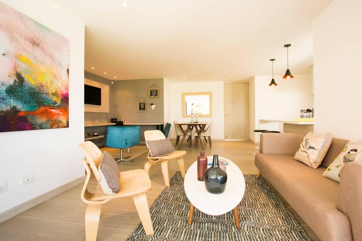 Sala:  de estilo  por Cristina Cortés Diseño y Decoración , Moderno