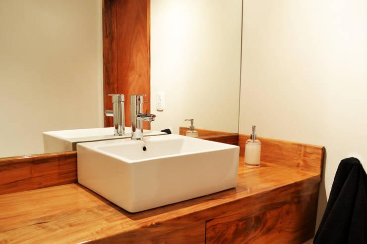 Dúplex VN: Baños de estilo  por estudio mam3 arquitectos,Moderno