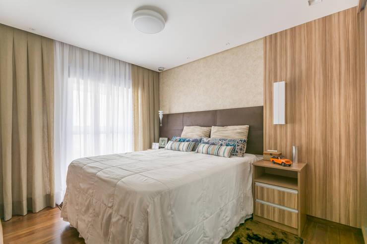 Suite Casal : Quartos  por Sandra Pompermayer Arquitetura e Interiores