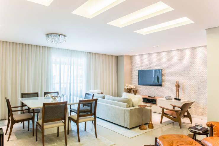 Residencial Super Quadra Atlantica : Salas de jantar modernas por Arina Araujo Arquitetura e Interiores