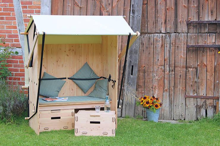 Strandbank für einen lässigen Sommer:  Garten von Werkhaus Design + Produktion GmbH