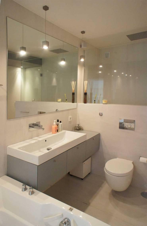 Apartamento T2 – Povoa de Varzim: Casas de banho  por B3C