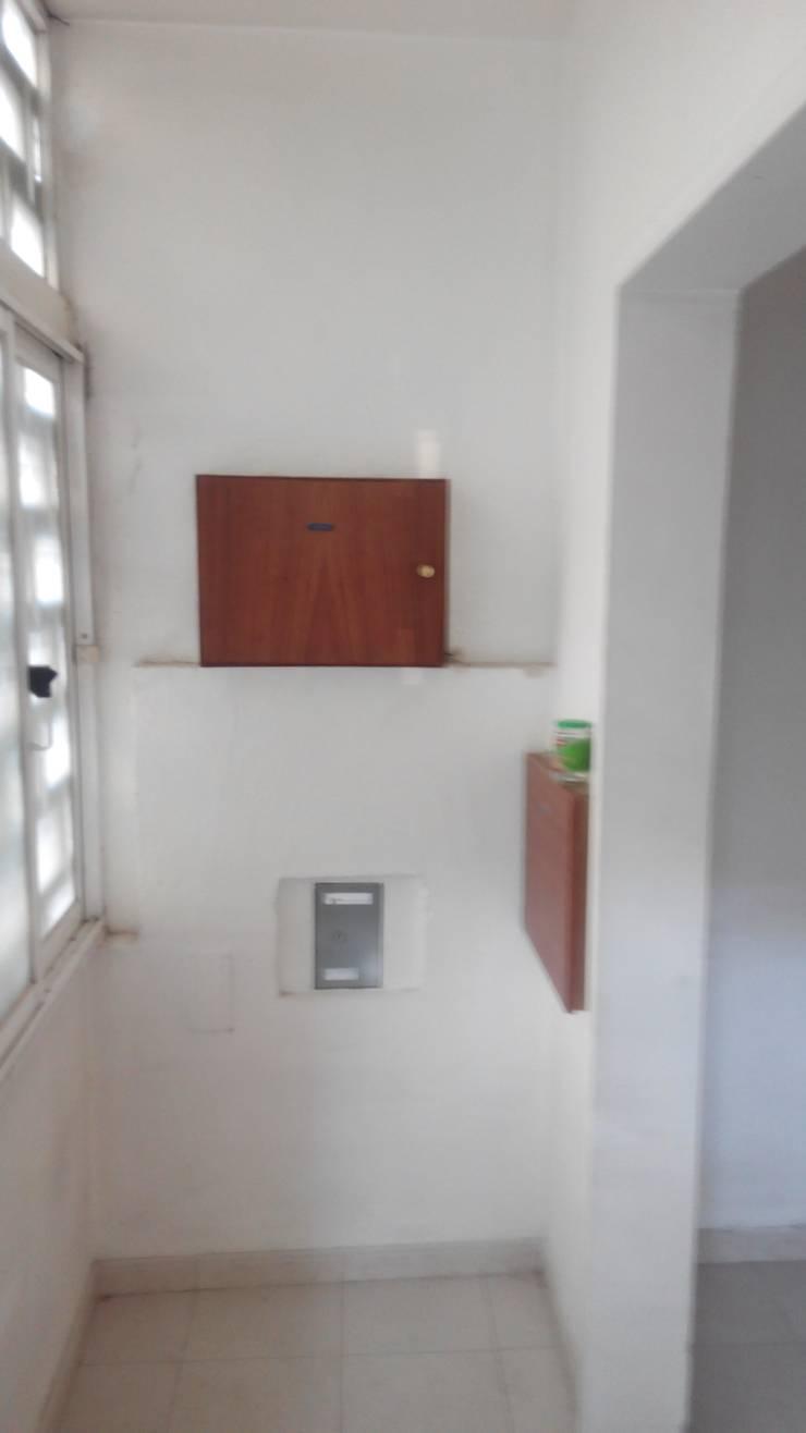 Remodelação Casa da Porteira para Escritório:   por FourHouse - Obras e Serviços