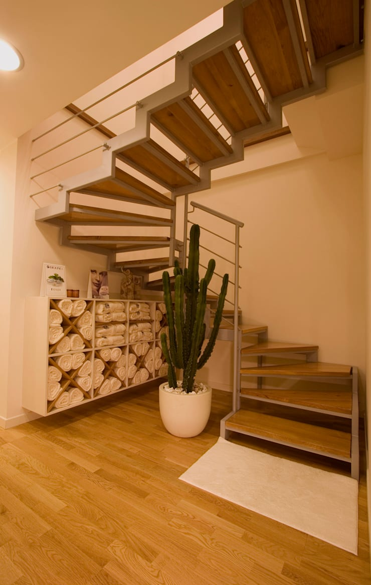 de Roberto Catalini Int. Designer Moderno Derivados de madera Transparente