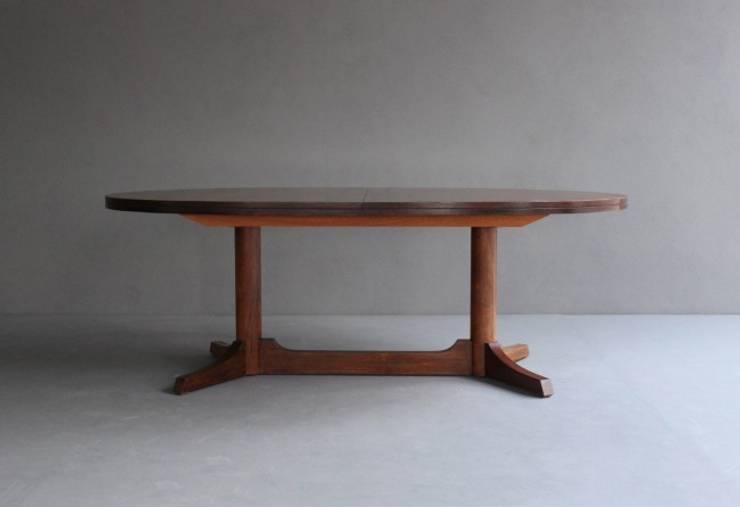 Rosewood Dining Table by Robert Heritage : Sala de jantar  por Retro Age